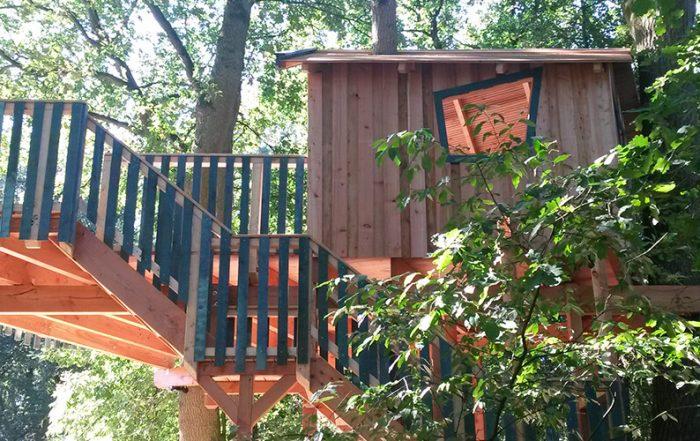Ansicht auf das fertige Baumhaus